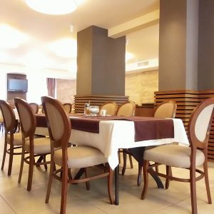 Маси, столове и сепарета
